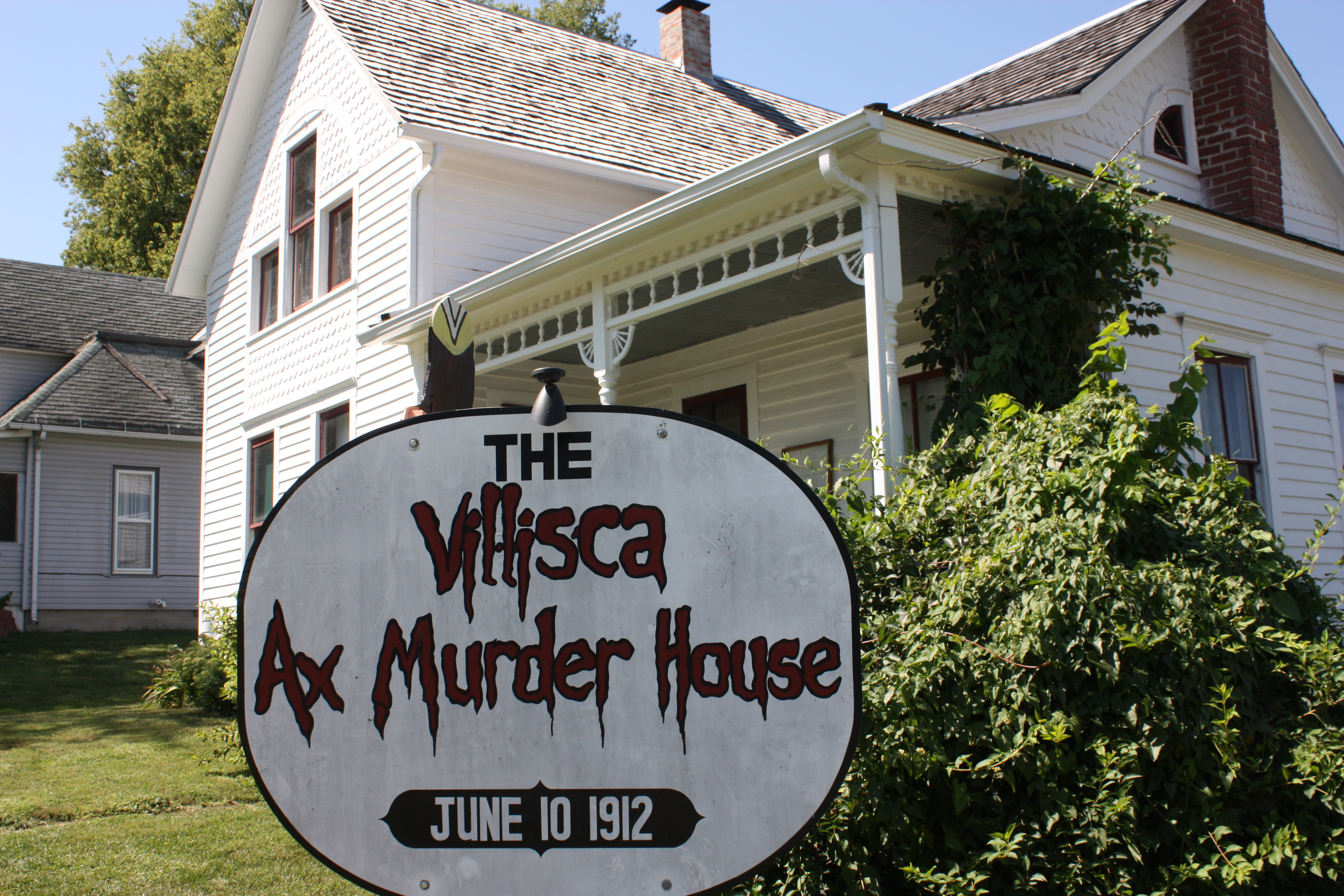 the villisca axe murder house Haunting villisca is a fictional feature length movie mystery inspired by the true story of iowa's historic, unsolved villisca axe murders and the actual paranormal investigations there.